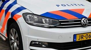 Automobilist ramt gevel in Grootebroek