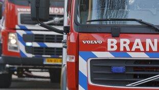 Brand in gebouw in Oudendijk: persoon gewond naar ziekenhuis