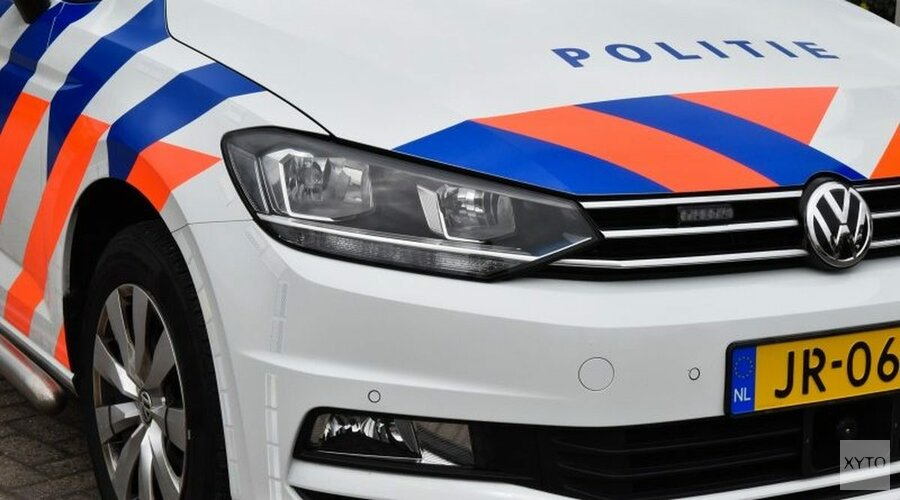 Andijkse vrouw (35) botst onder invloed op politieauto