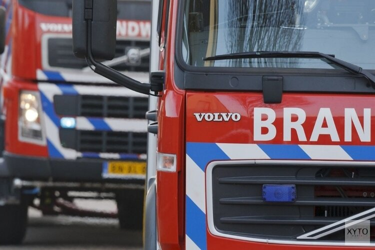 Bestelbus brandt uit in Spierdijk