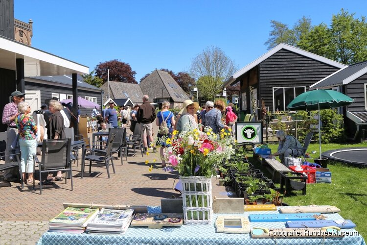 Plantenmarkt bij rundveemuseum in Aartswoud op Zondag 5 Mei