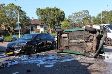 Ongeval in Enkhuizen, automobilist naar ziekenhuis