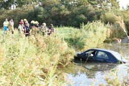 Auto rijdt water in, bestuurder spoorloos verdwenen