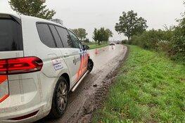 Auto in de slip door modder