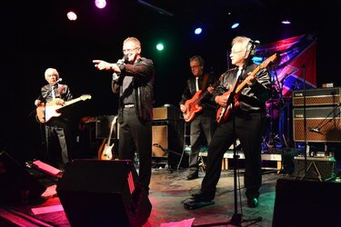 "Optreden van Cliff and the Shadows Tribute Band ""The Red Strats"" op zondag 3 november in Oosterleek"