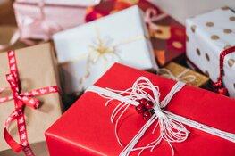 """Kerstpakketten voor arme Westfriese gezinnen: """"Ze knuffelen ons als we komen brengen"""""""