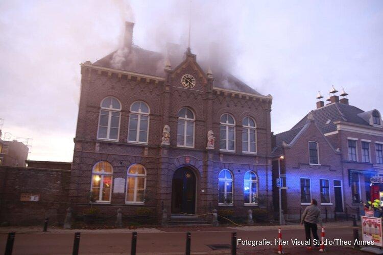 """Voormalig gemeentehuis Obdam zwaar gehavend na hevige brand: """"Ziet er treurig uit"""""""