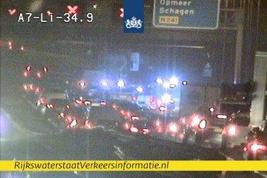 A7 bij Hoorn dicht door ongeluk met vier auto's: drie kwartier vertraging