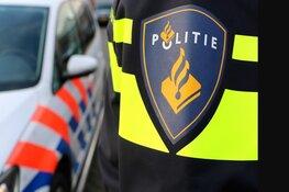 Automobilist neemt de benen na zware crash in Enkhuizen