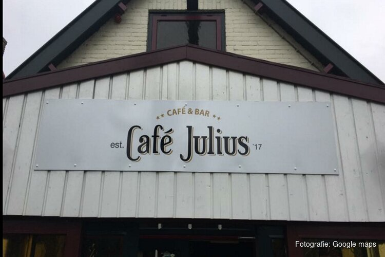 """Café zucht onder strenge coronaregels: """"Dan kunnen we beter de deuren weer sluiten"""""""