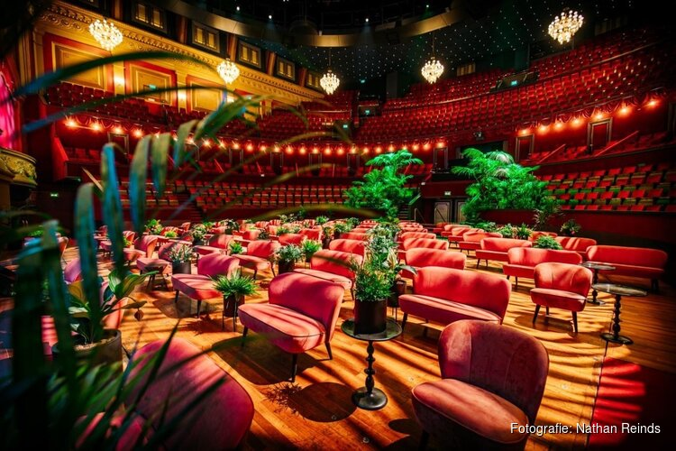 Westfries bedrijf De Eekhoorn Dutch Furniture vervangt stoelen in Koninklijk Theater Carré