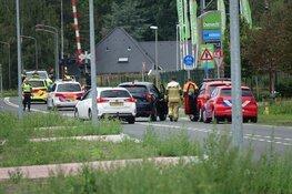 Straat afgesloten en geen treinverkeer tussen Hoorn en Purmerend na aanrijding