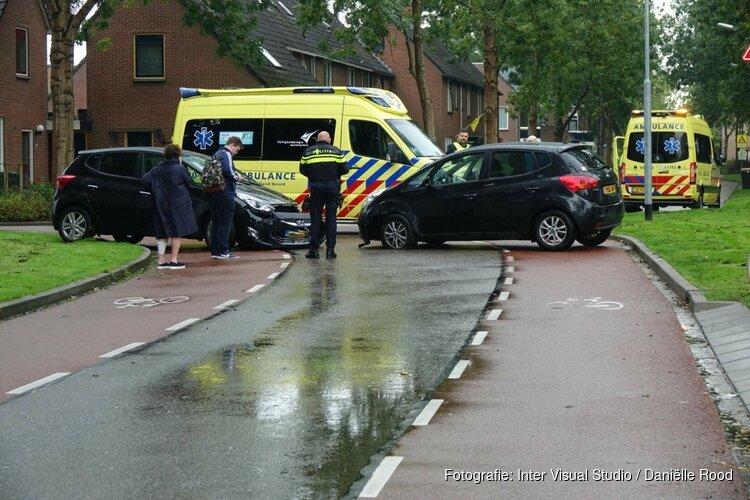 Twee auto's beschadigd na botsing in Enkhuizen
