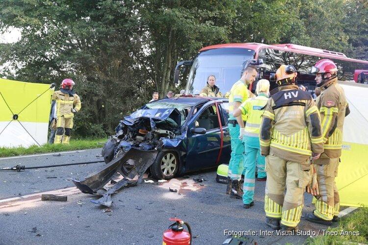 Automobilist overleden bij botsing met lijnbus in Oudendijk