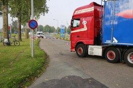 Forse aanrijding tussen fietser en vrachtwagen in Zwaagdijk-Oost