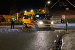 Fietsers botsen met auto in Grootebroek, slachtoffer in ambulance nagekeken
