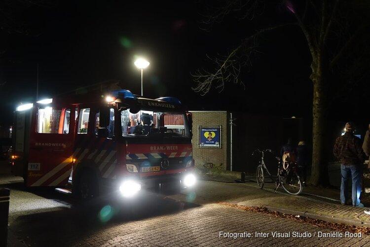 Brand bij gebouw van basisschool in Enkhuizen, brandweer snel ter plaatse