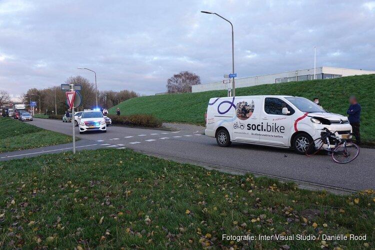 Wielrenner gewond na botsing in Enkhuizen