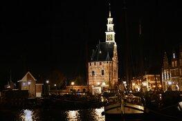 Hoofdtoren en Hervormde Kerk Blokker in schijnwerpers