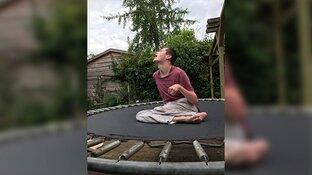 Dieven stelen trampoline van zwaar gehandicapte Jasper